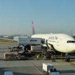 【航空会社】機内食の評判がいい!? デルタ航空を調査! 羽田発着アメリカ路線のレビュー