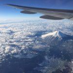 【航空会社】飛行機から富士山を見るには?きれいに機内から富士山を取る方法! 冬の羽田発はきれいに取れる!羽田‐福岡